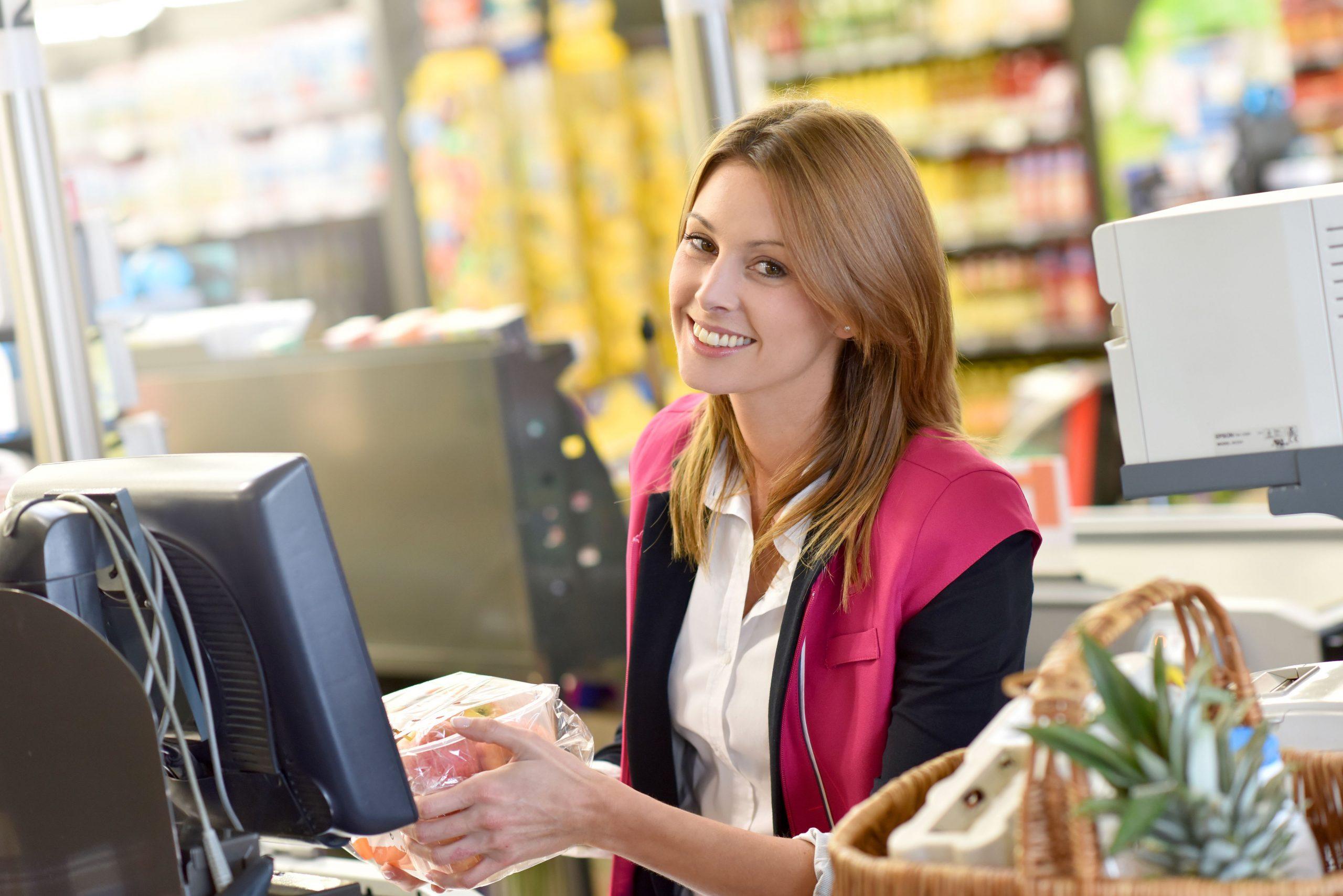 Mejora tu currículum con el curso de cajero, reponedor y atención al cliente