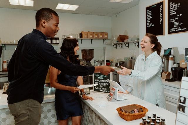 Venta minorista y atención al cliente: entre los empleos más demandados